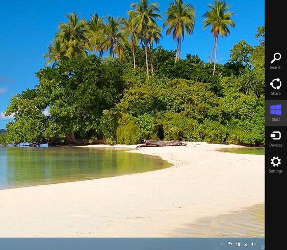 Charmsfeltet vist sammen med skrivebordet i Windows 8. Gir tilgang til en del sentral funksjonalitet, inkludert startskjermen.