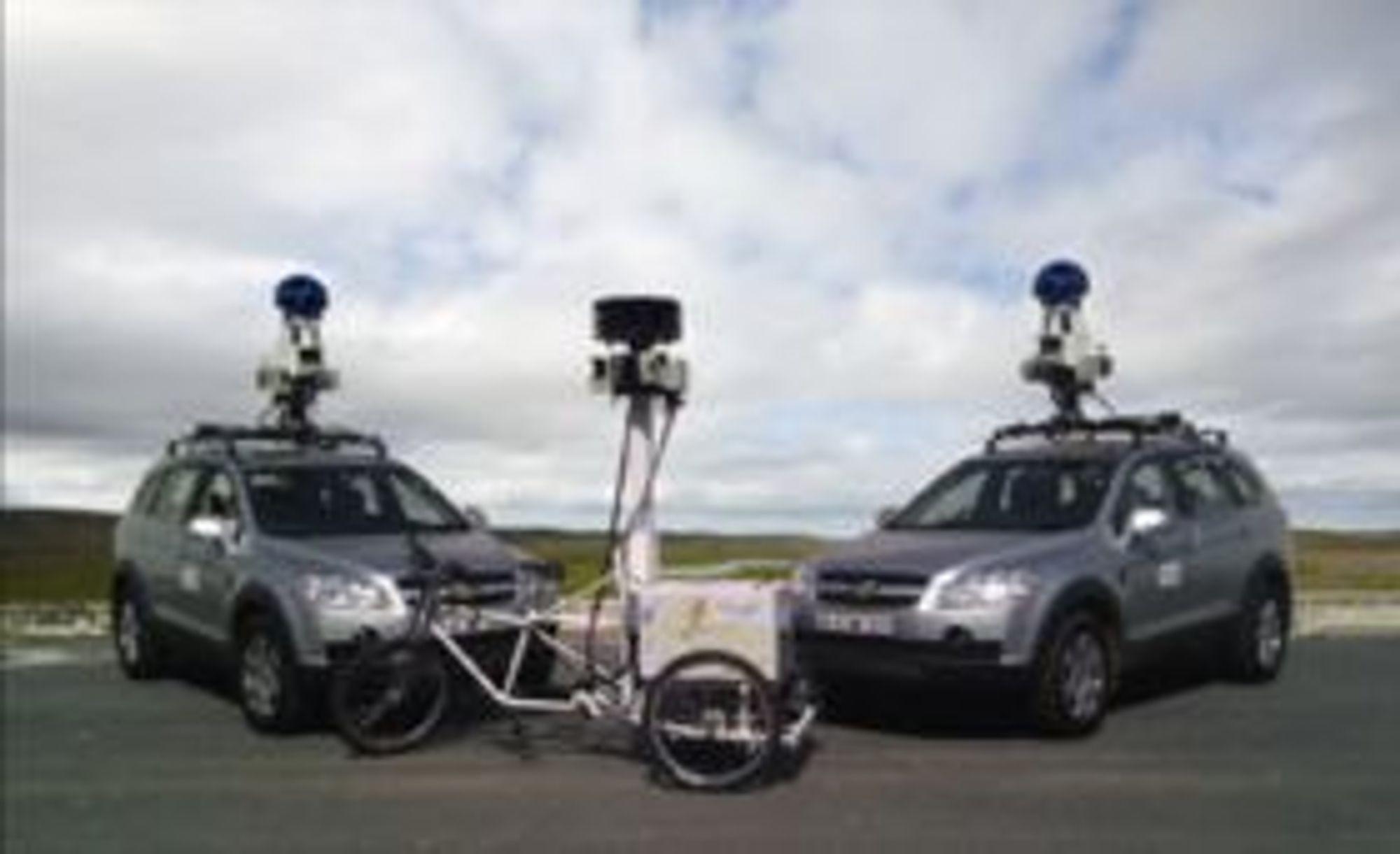 Googles StreetView-biler fikk ikke bare med seg bilder av gater og veikryss da de trålte en rekke nasjoner i 2010 - også e-poster ble plukket opp til personvernmyndighetenes forskrekkelse.