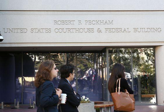 Apple og Samsung braker denne uken sammen i San Jose. Mandagens rettsdag gikk med til å velge en jury på ti personer - uten tilknytning til noen av partene i saken. Det er lettere sagt enn gjort ettersom Apple og Google (som er indirekte involvert gjennom Android) har hovedkontorene sine i det samme området.