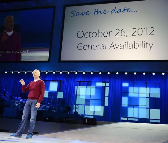 Windows-sjef i Microsoft, kunngjorde i går at Windows 8 vil bli allment tilgjengelig den 26. oktober i år.