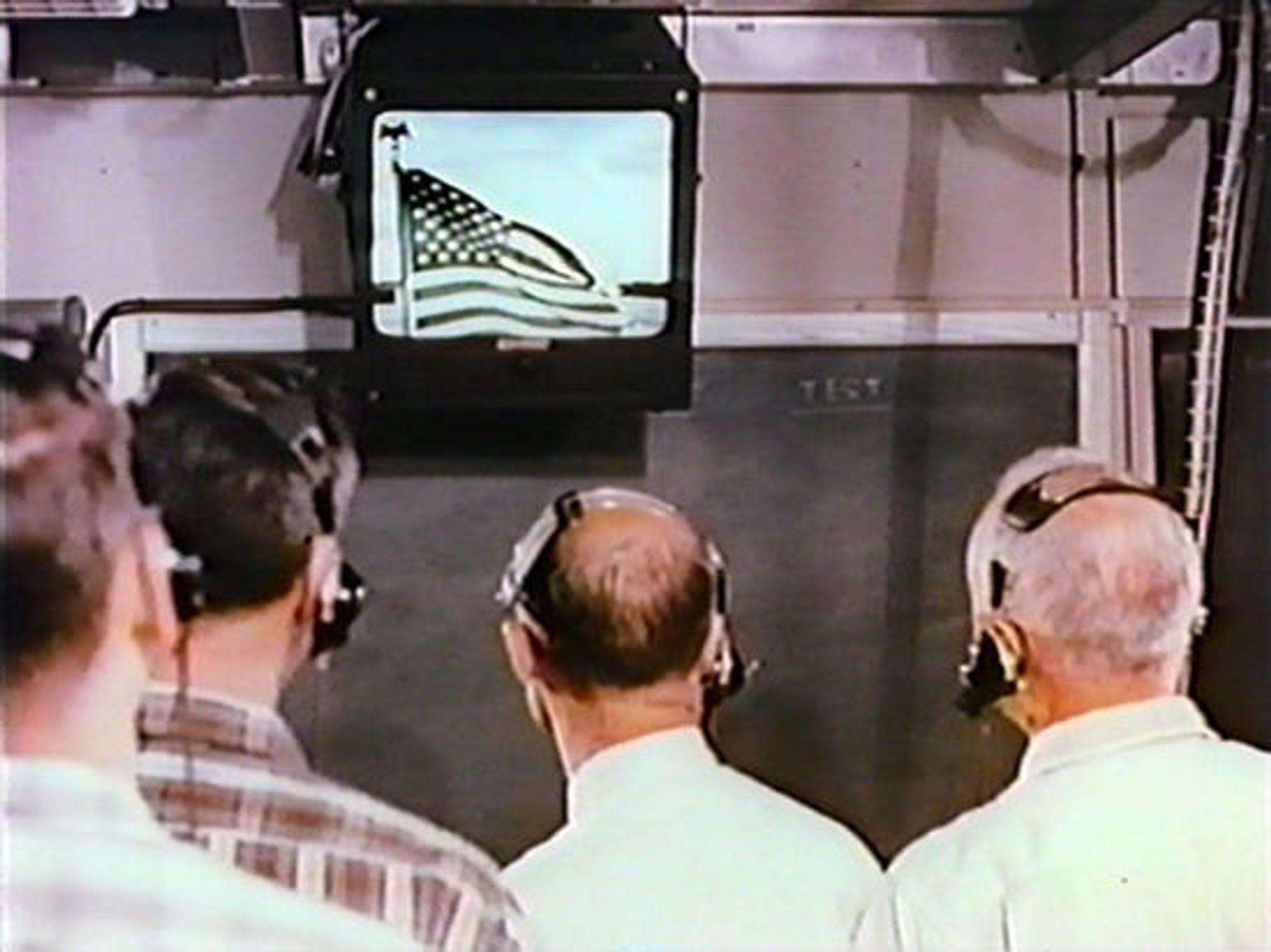 Den første overføringen via Telstar 1 mottas i Frankrike.