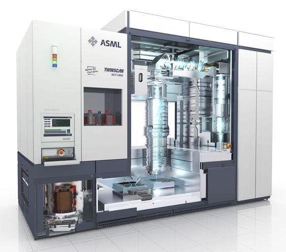 Dagens produkter fra ASML koster mellom 20 og 25 millioner euro per stykk. Framtidens EUV-maskiner for 450 millimeter silisiumskiver ventes kan nå et prisnivå rundt 100 millioner euro per stykk, ifølge analytikere.