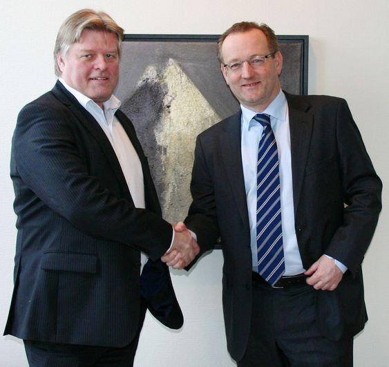 CSC Norge-sjef Gisle Eckhoff (th) vant den store IT-avtalen til Rune Mæland konserdirektør IT i KLP.