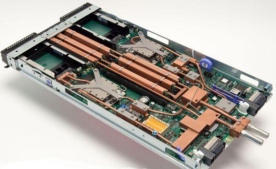 Vannkjølt IBM BladeServer HS22 for bruk i Aquasar.