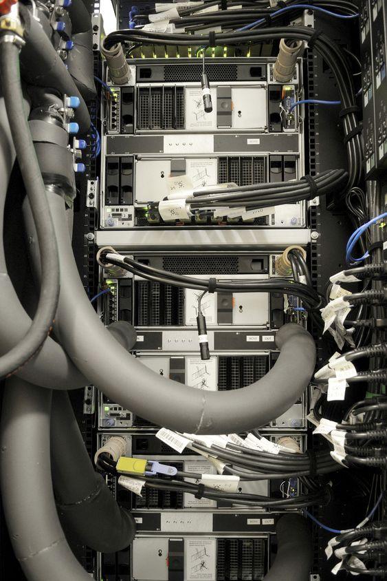 Aquasar tilkoblet det varmtvannsbaserte kjølesystemet.