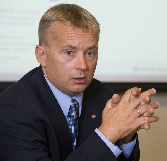 Justisminister Knut Storberget lover å si nei til datalagringsdirektivet hvis det utvides til også å omfatte søk.