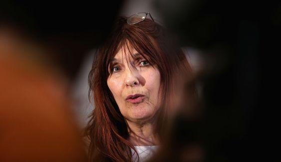 Janet Sharp har stått på i årevis for sin sønn. For det hylles hun nå av ledende britiske politikere.