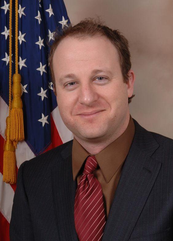 Jared Polis er fra Colorado og representerer Det demokratiske parti.