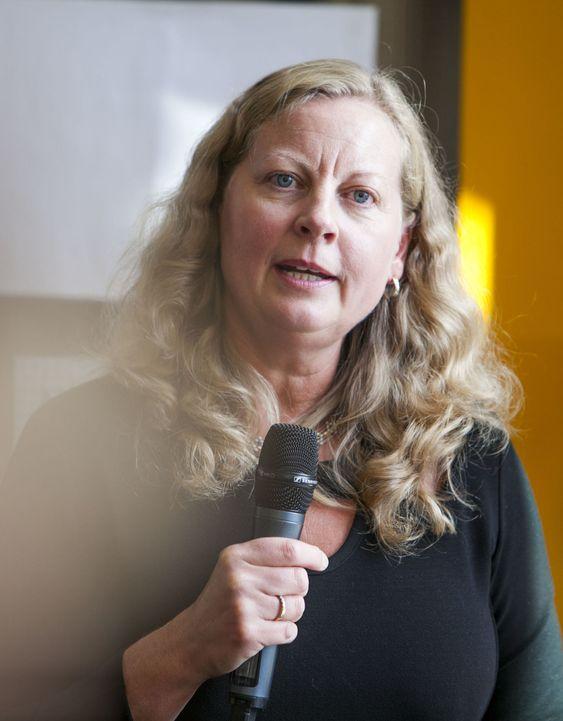 Nå må auksjonen på 800 MHz-frekvensene komme, sier Telenor-direktør Berit Svendsen.