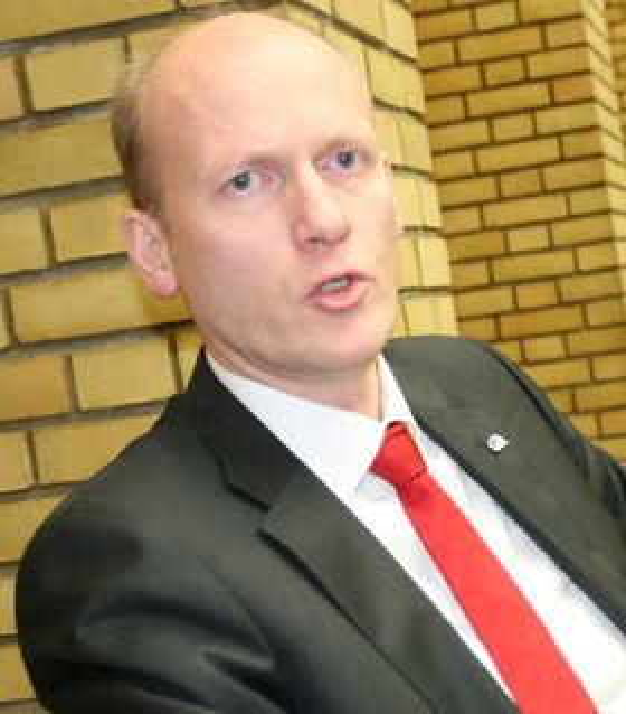 Anders Werp mener norske myndigheter må stille konkrete spørsmål rundt kinesiske myndigheters lovpålagte innsyn i Huaweis virksomhet, og rollen til selskapets partikomite.