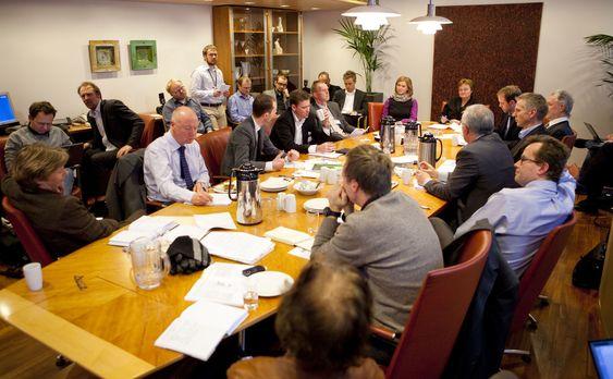 Fullt i fornyingsdepartementets møterom: - Vi har sjeldent hatt et samråd hvor så mange har ønsket å være representert, sa statsråden.