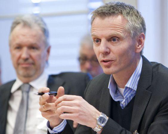 Det må bli lettere å grave, mente både Telenors Ragnar Kårhus og (til v.) Nils Arne Bakke fra Lyse fiberinvest.