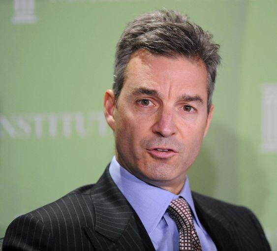 Daniel Loeb, leder i investeringsselskapet Third Point LLC, har ført en kampanje mot Scott Thompson. Nå får Loeb også gjennomslag for sitt krav om styrerepresentasjon.