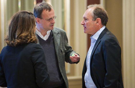 Håkon Wium Lie (til venstre), teknologidirektør i Opera Software, jobbet sammen med Tim Berners-Lee i Cern. Lee berømmet Wium Lies innsats for utbredelsen av webben.