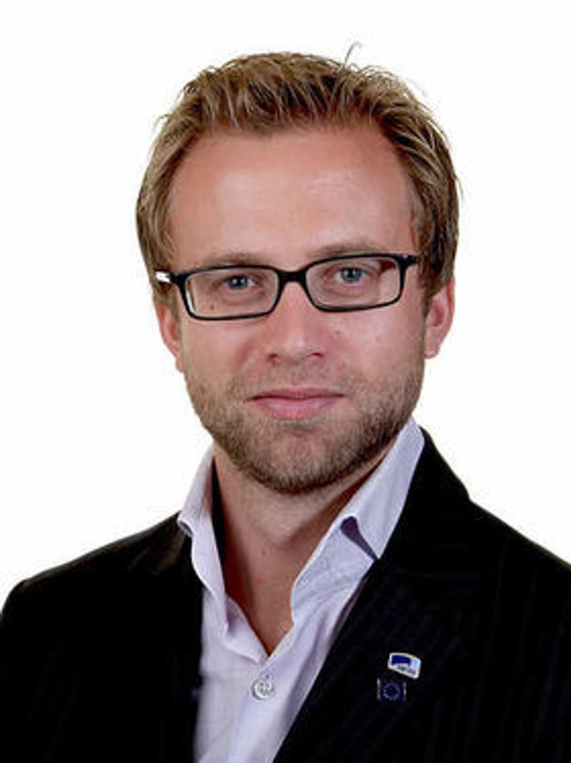 Nicolai Astrup vil ikke lengre la seg overvåke av Facebook. Nå sletter han seg selv fra nettsamfunnet.