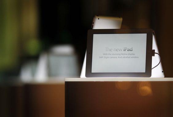 Apples nye iPad sett fra et utstillingsvindu i Sydney.