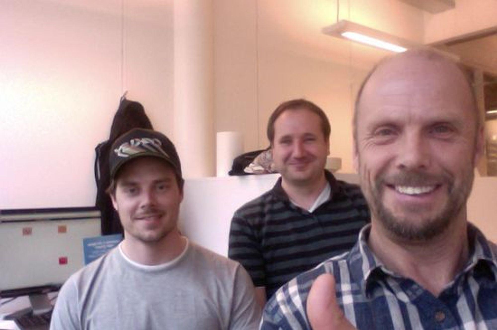 Tre av de fire ansatte i Symphonical, fra venstre Lasse Søberg, utvikler, Terje Torma, CTO, og  Bjørn Haugland, daglig leder. Jørgen Blindheim, Art Director, var ikke tilstede da bildet ble tatt.