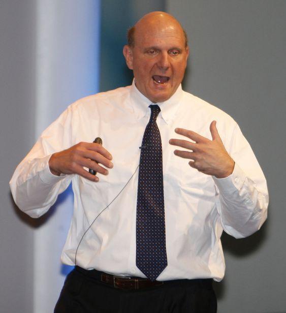 Microsoft-sjef Steve Ballmer nekter å redusere innsatsen innen utvikling for å gi investorene større utbytte.