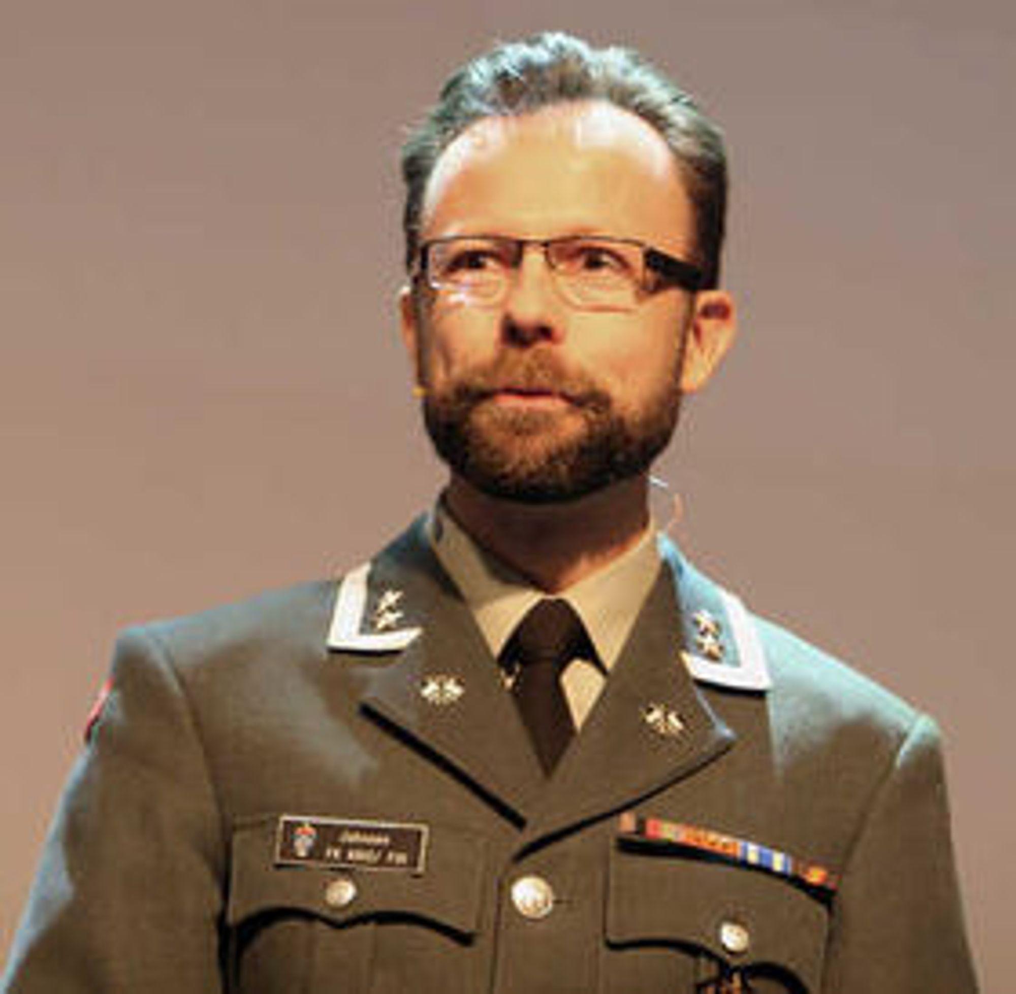 Roger Johnsen er sjef for Forsvarets Ingeniørhøgskole og har de siste ti årene arbeidet med bekjempelse av datanettverksangrep og kyberoperasjoner.