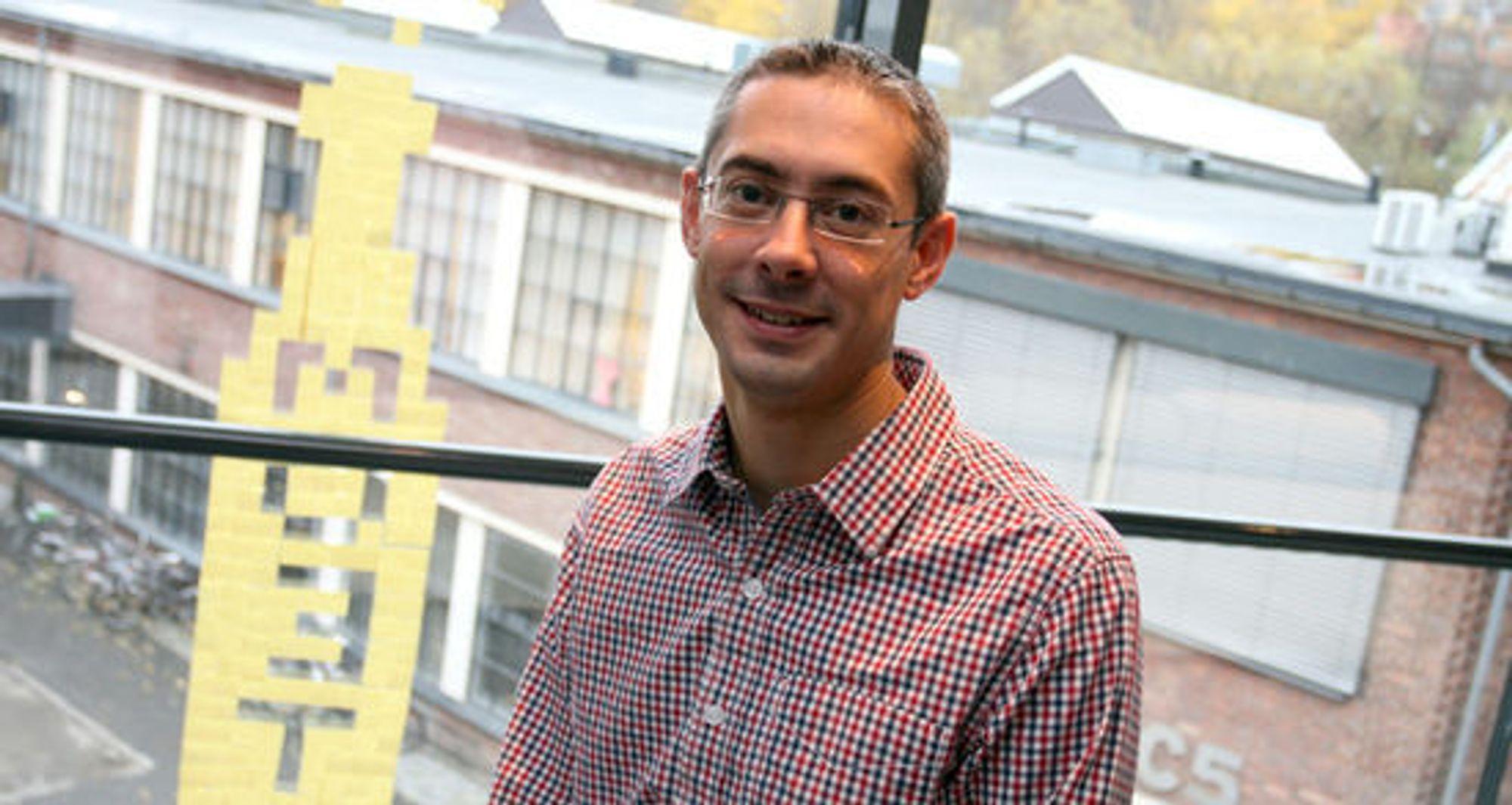 Simon Brown markedsføres av Bouvet som en «guru» innen arkitektur, og brukes både til internopplæring hos dem og ved kursing av utviklere fra andre virksomheter.