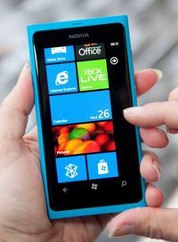 Foruten nytt operativsystem ligner den nye toppmodellen svært mye på Nokias N9.