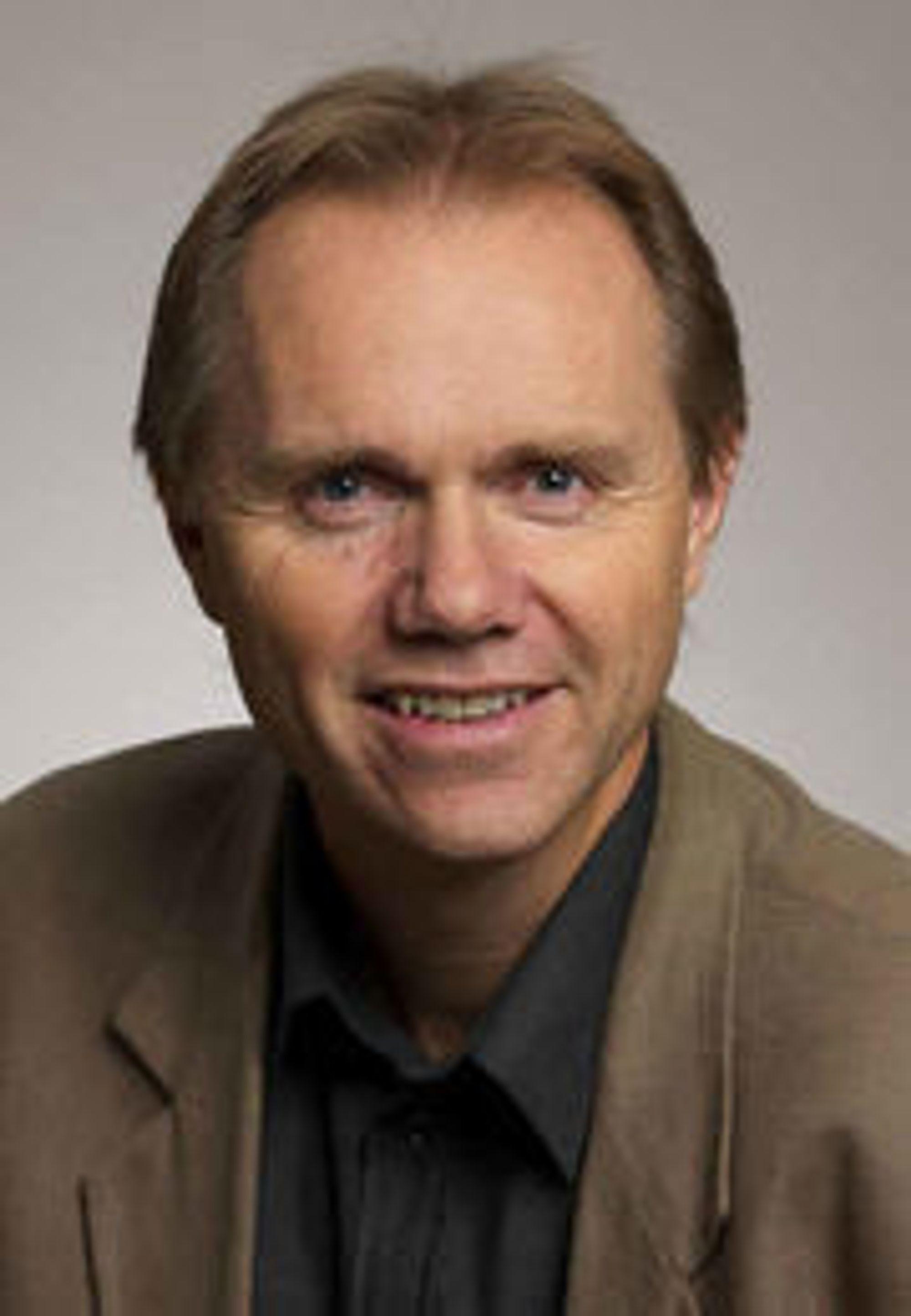 Tilhenger av e-bøker, men skeptisk til lukkede formater: informasjonssjef Bjarne Buset i Gyldendal.
