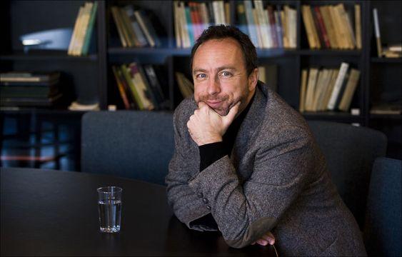 Wikipedia-gründeren forbindes vanligvis ikke med innhold utgitt på papir, noe møterommet på Litteraturhuset i Oslo var fullt av.