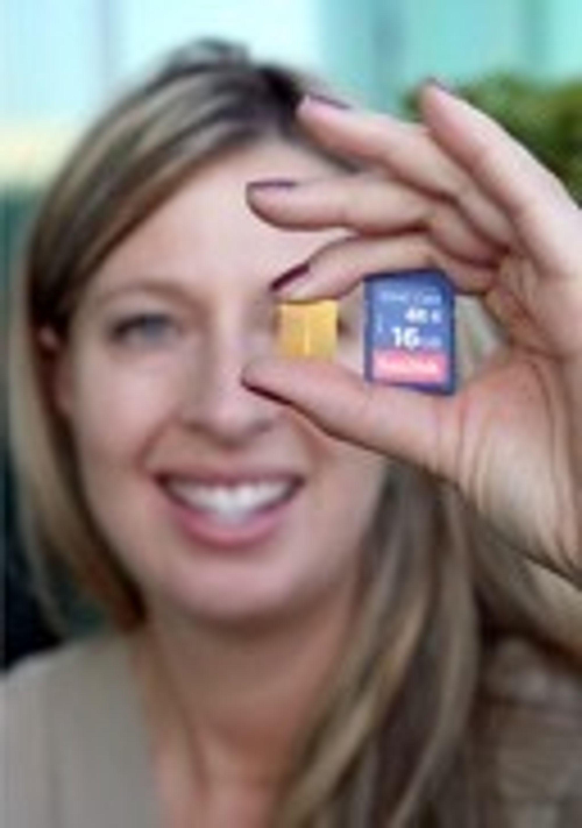 X4-brikken (gul) brukes i første omgang bare i eksisterende produkter som dette SDHC-kortet på 16 gigabyte.