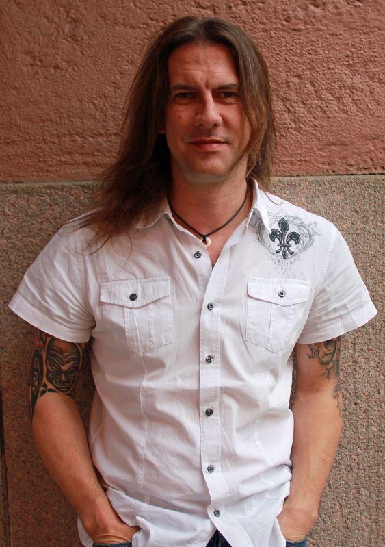 Rik Ferguson har selvfølgelig spilt i rockeband - faktisk inntil helt nylig. Nå mener han at han er for gammel for rock 'n' roll, men vurderer å starte opp et bluesband i Warszawa, Polen, hvor han bor.