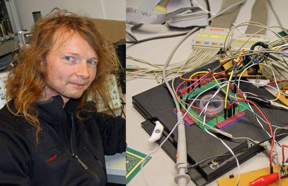 Gunnar Tufte forsker blant annet på «evolvable hardware» som maskinen avbildet til høyre. I den sirkulære enheten (micro electrode array) utforskes egenskapene til for eksempel karbon-baserte nanorør.