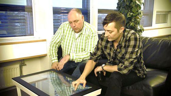 Forsøk med QlikView på Microsofts bord-pc Surface. Donald Farmer ser for seg hvordan berøringsskjermer i alle størrelser kan utnyttes til bedre samhandling rundt beslutningsstøtte.