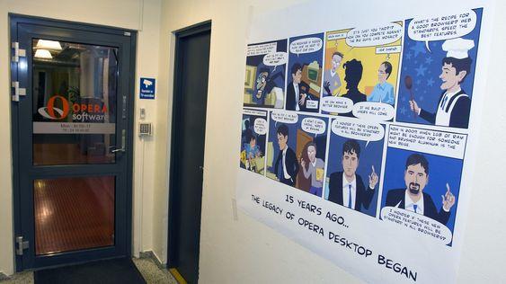 Det begynte for femten år siden: Egenproduserte tegneserier med grunnleggerne preget veggene hos nettleser-selskapet i dag. (Foto: Per Ervland)