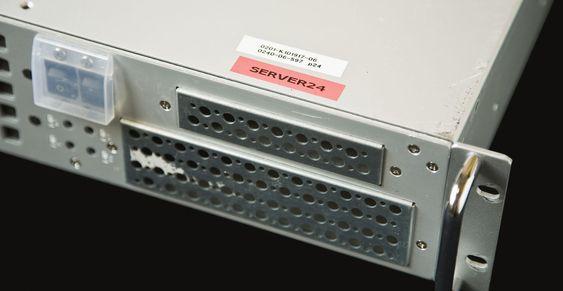 En av TPBs servere står nå utstilt på museum. For øvrig består pizzaboksen av en Intel Pentium 4-prosessor på 2,88 gigahertz, 1 gigabyte RAM og to Hitachi-harddisker på til sammen 82,3 gigabyte. (Foto: Anna Gerdén).