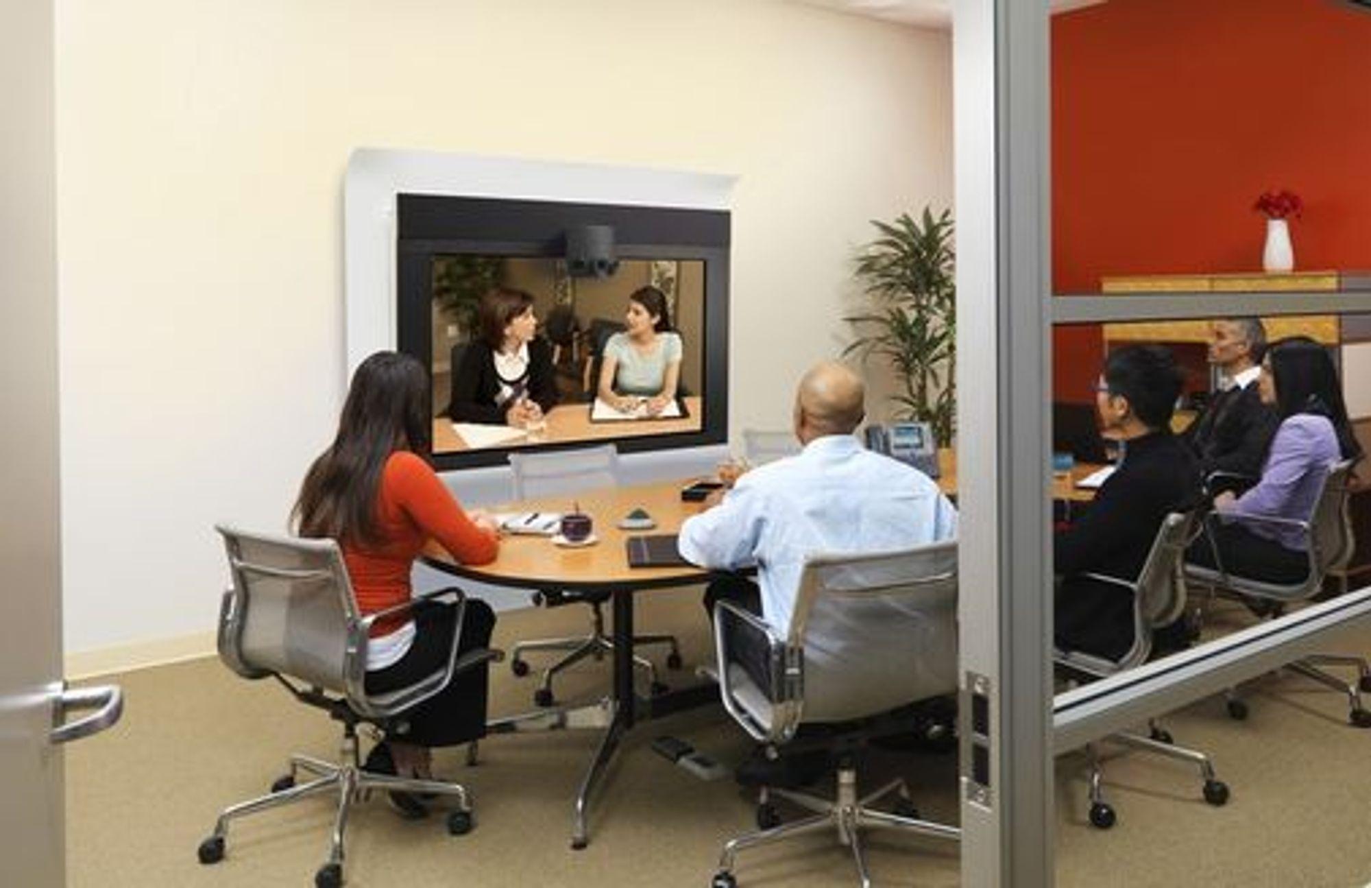 Cisco Telepresence 1300 er en nedskalert utgave av løsningene som må bygges inn i egne rom.