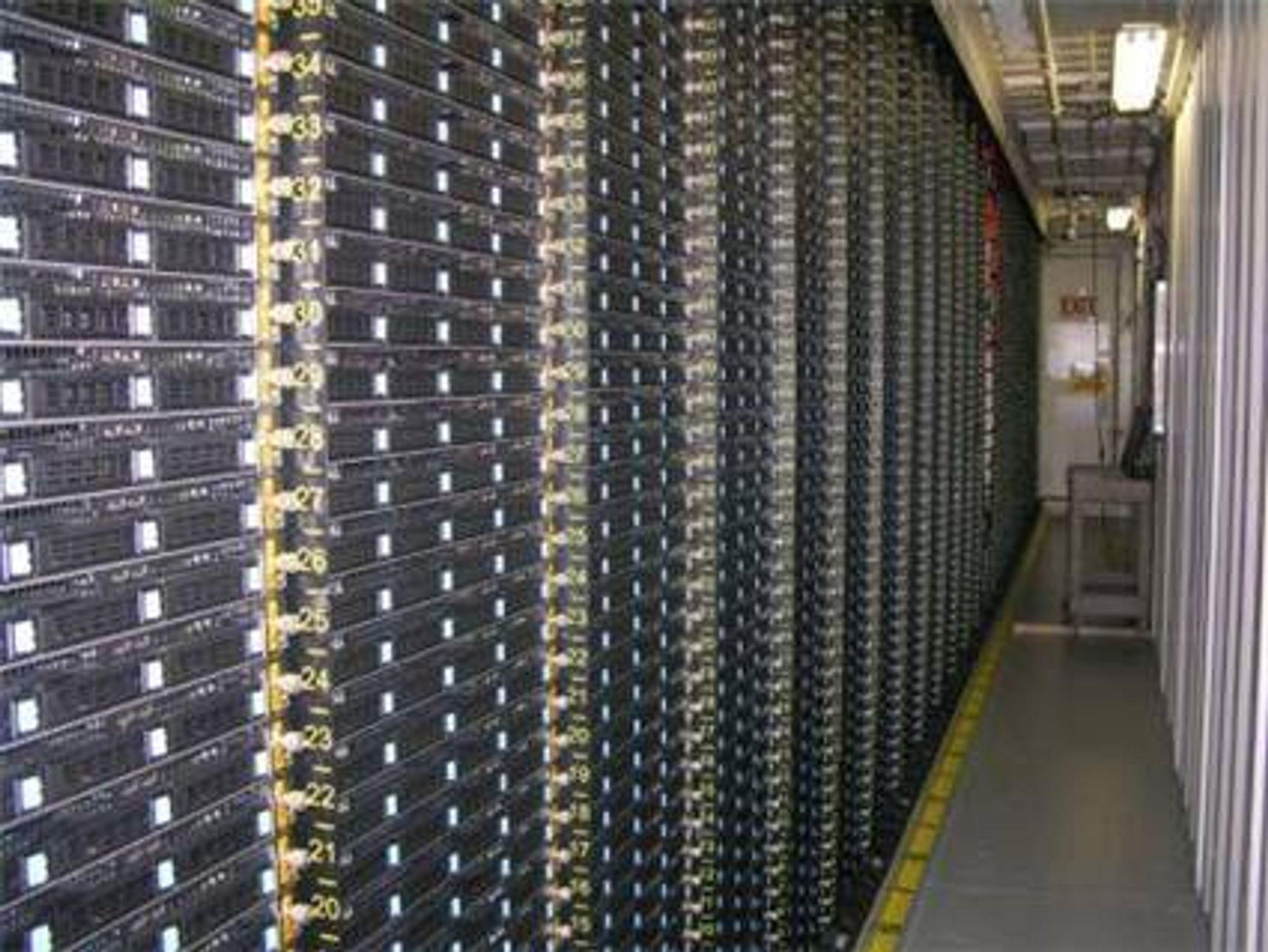 Fra insiden av en serverkonteiner i Microsofts nye datasentral i Chicago.