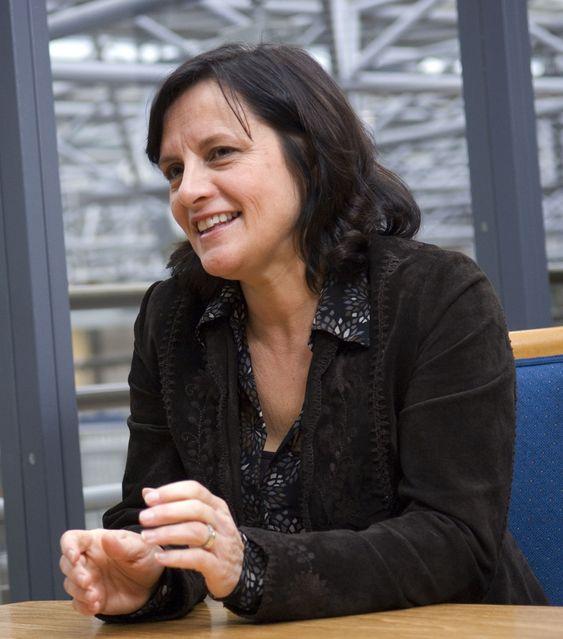 Konserndirektør IT i DnB Nor, Cathrine Klouman, legger faste rammer rundt overgangen til mobilt IT-utstyr for 14 000 ansatte.
