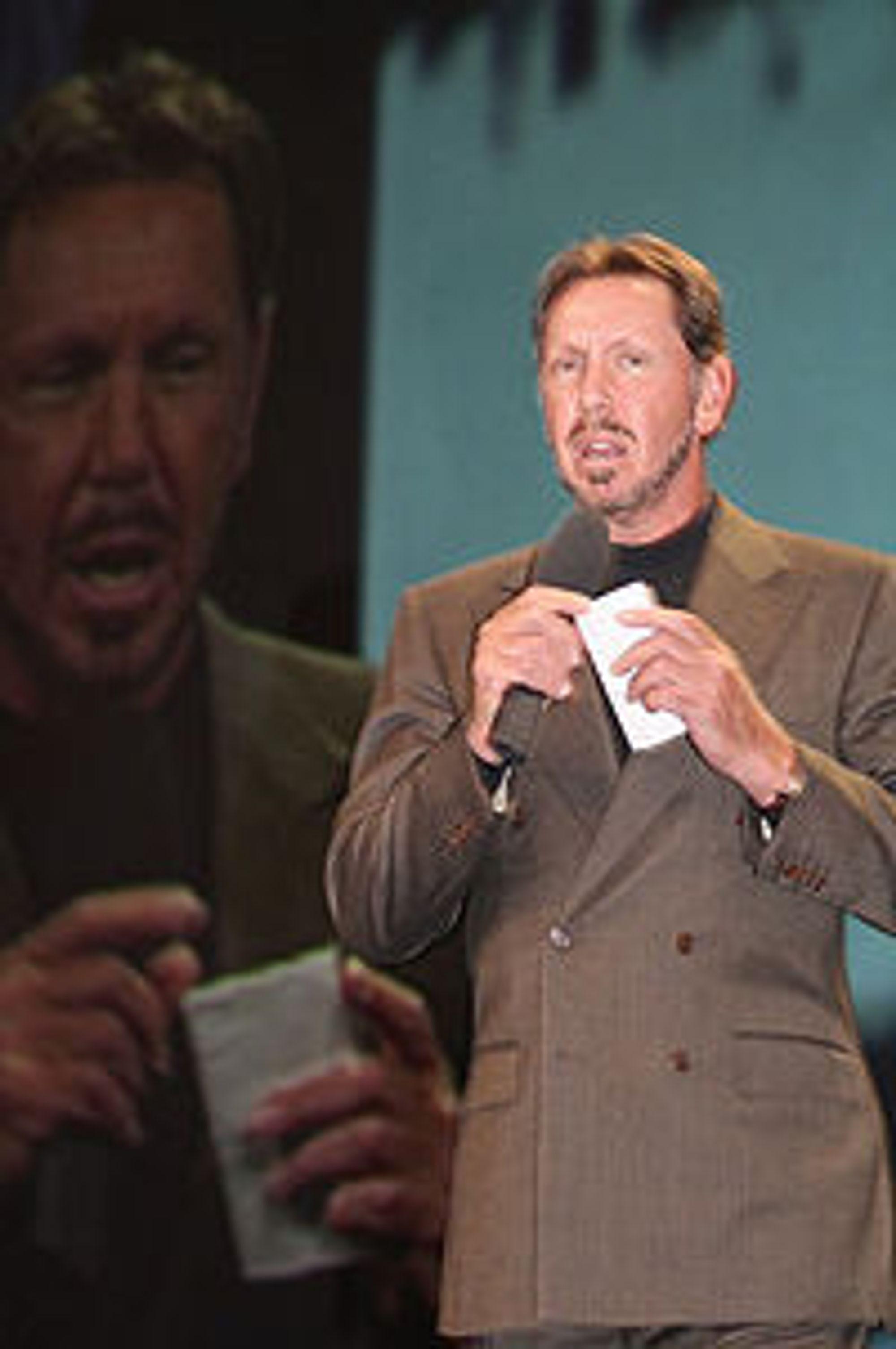 Oracles toppsjef Larry Ellison sier Sun taper stort på at EU gransker forholdet til friprogdatabasen MySQL.