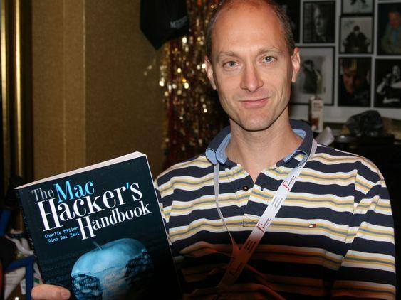 Charlie Miller er en ettertraktet foredragsholder, ikke minst på grunn av hans ekspertise om sårbarheter i Apple-produkter. Han har skrever flere bøker om emnet, blant annet «The Mac Hacker's Handbook».