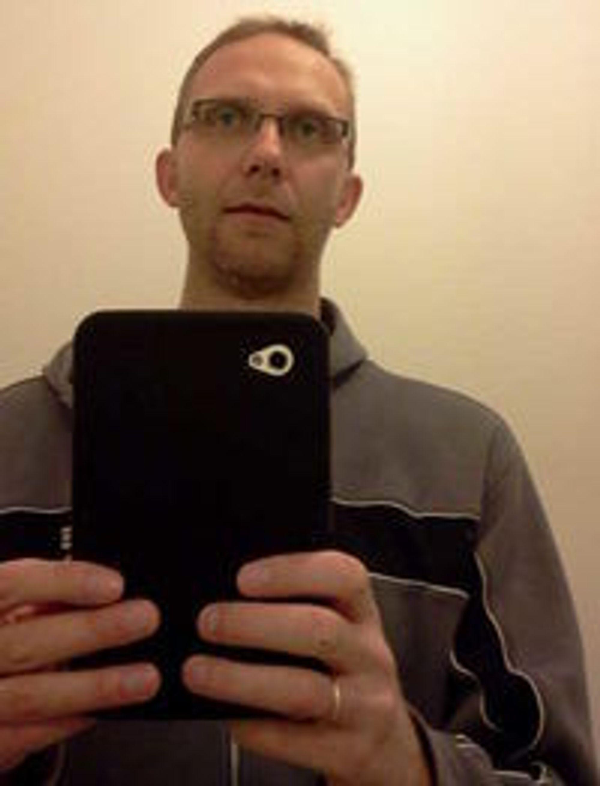 Vil ha anmeldte dødsfall listet opp på nett: Kjetil Bruvik fra Forlagsservice.