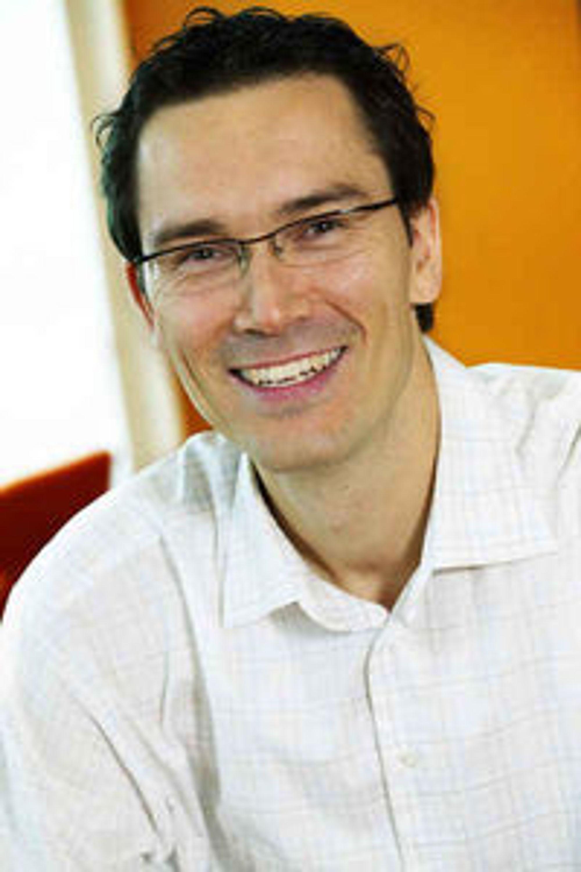 Imponert over applikasjoner som lanseres sammen med WP7: Teknologidirektør Petter Merok i Microsoft Norge.