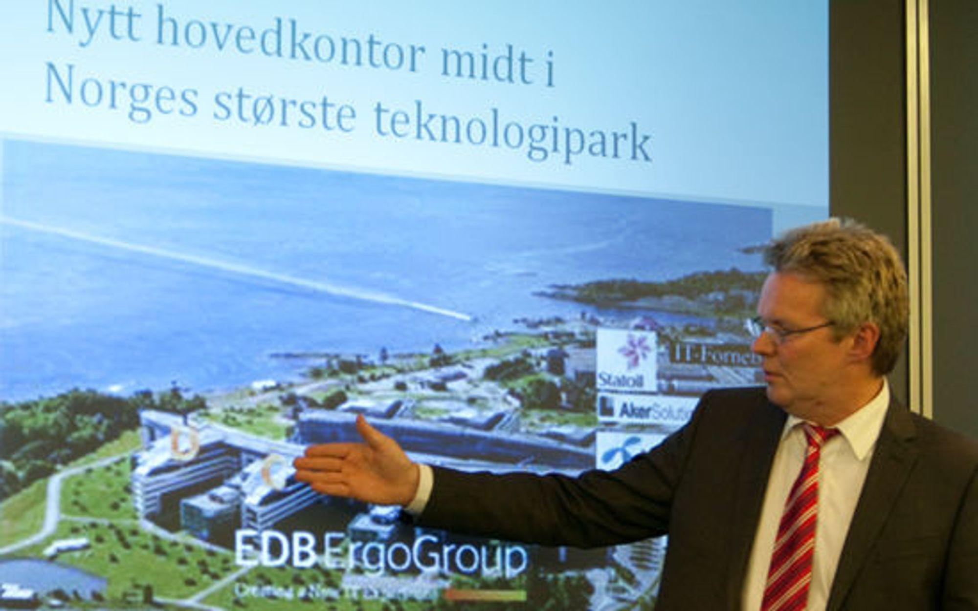 Terje Mjøs viser frem sitt nye hovedkvarter i Telenor-byggets fløy A, B og C.