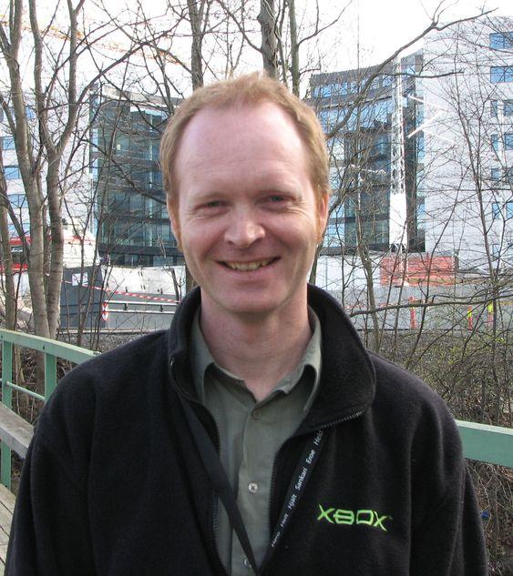 Jon Jahren foran Microsoft Norges kommende lokaler.