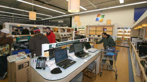 Microsoft satser også på egne ansatte inne i Elkjøps nye butikk.