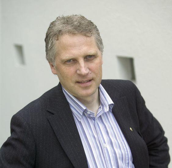 - Telenor bør kjøpe TeliaSonera, mener FrPs næringspolitiske talsmann Øyvind Korsberg.