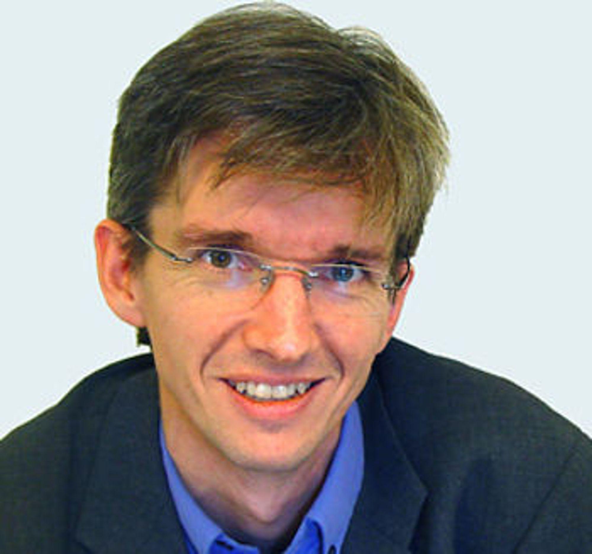 Abelia-sjef Paul Chaffey rister på hodet over sneglefarten i helsesektoren.