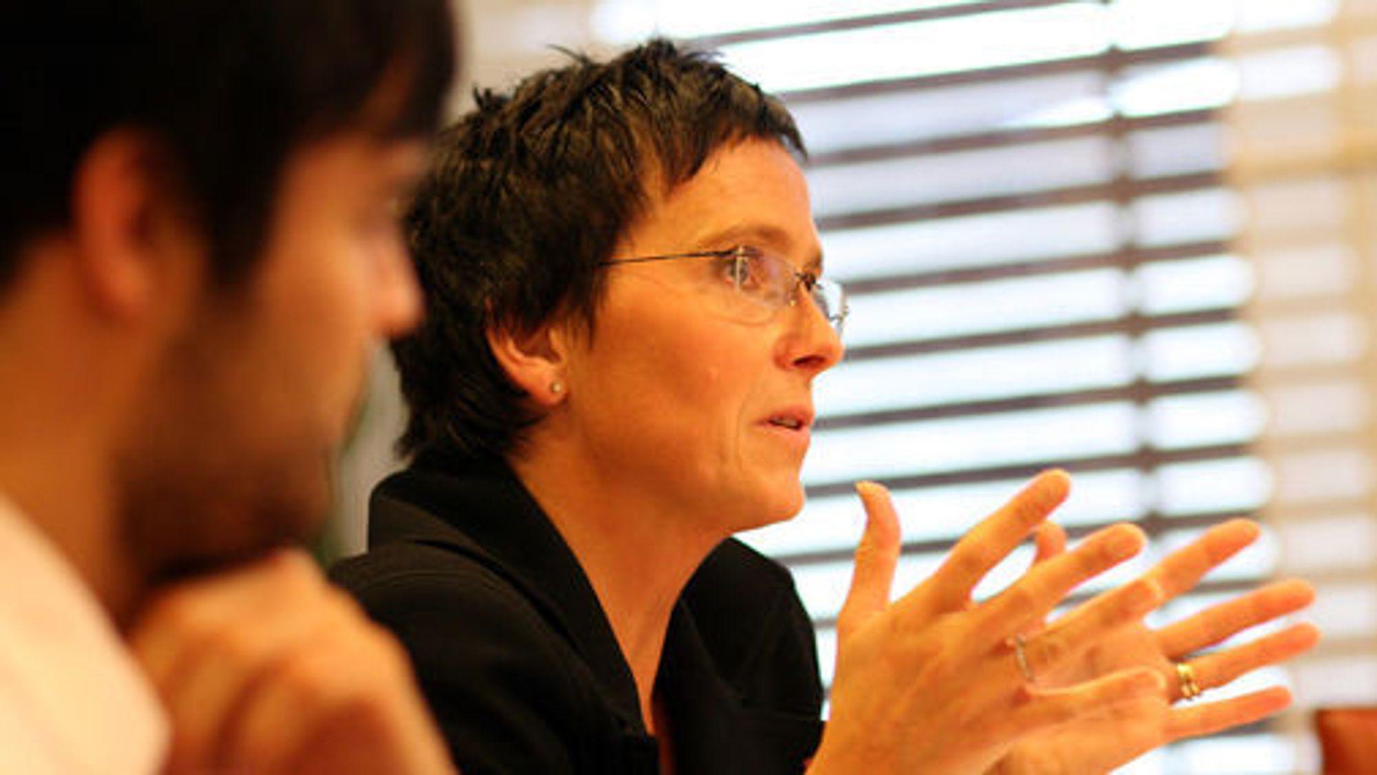 Lyttet til innspill: Fornyingsminister Heidi Grande Røys og hennes politiske rådgiver Jørund Leknes.