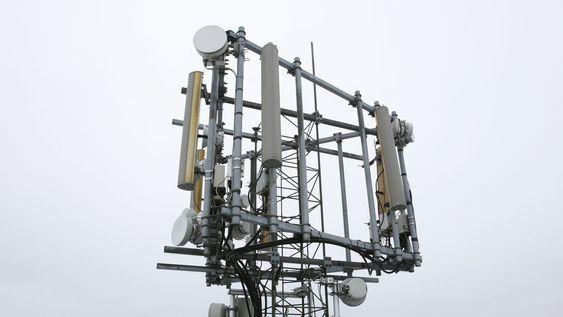 Basestasjoner må stå tett i byene for at alle skal få mobildekning. På Karl Johan står de bare 50 meter fra hverandre. (Bildet er av en annen basestasjon i utkanten av Oslo.)