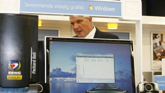 Steve Ballmer fikk en gjennomgang av Microsoft-ekspertene i Microsoft Concept Store