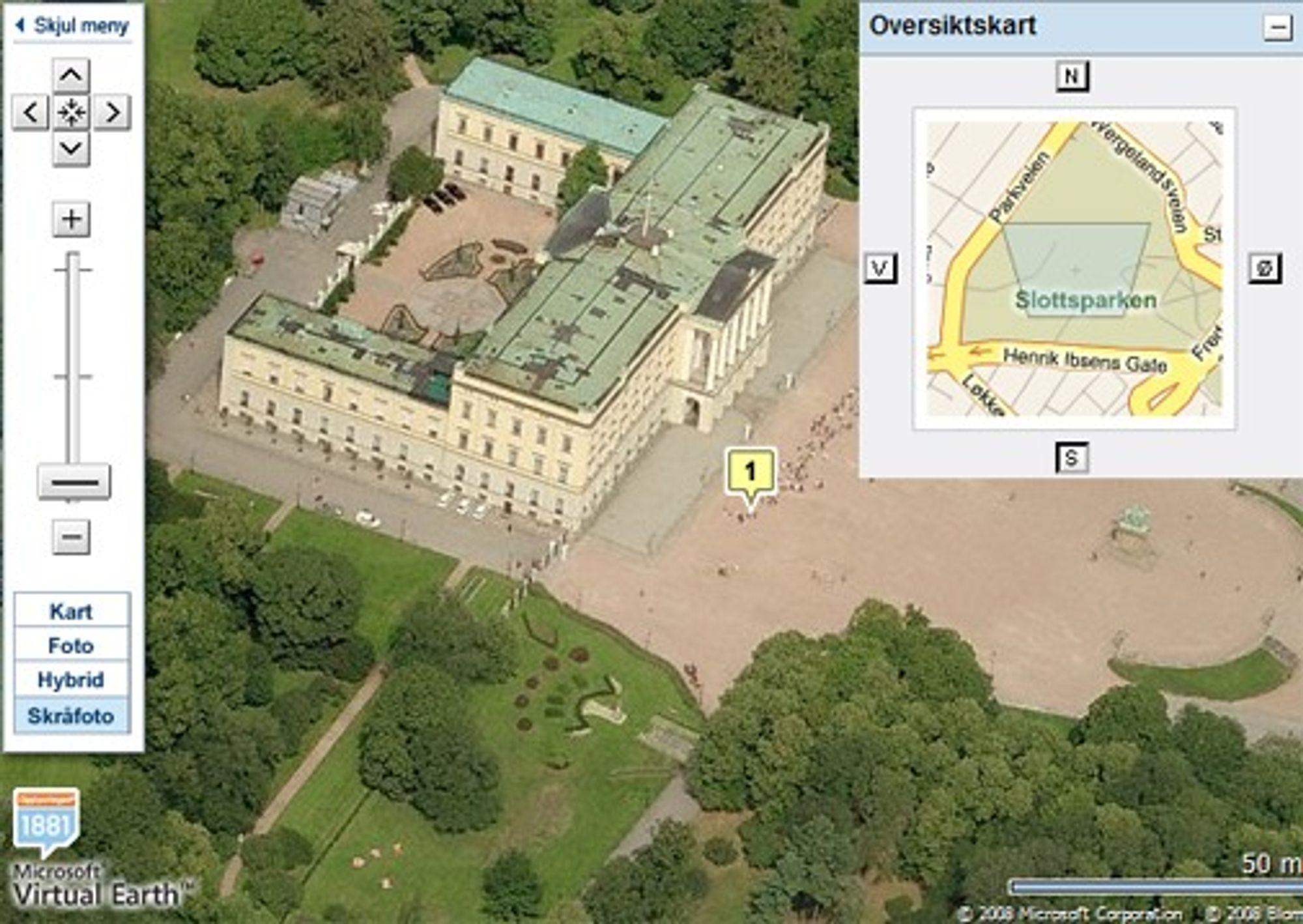 Skråbilde av slottet.