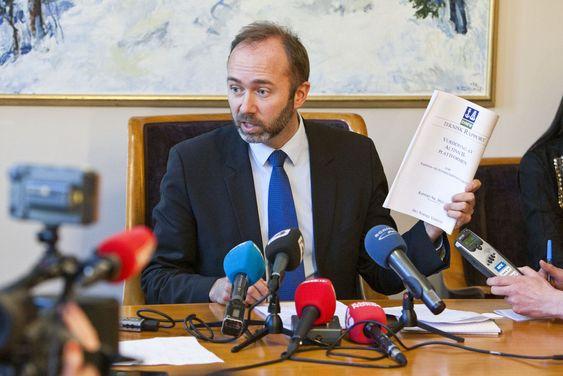 Næringsminister Trond Giske fikk mye kritikk forrige gang Altinn klappet sammen. Bildet er fra en pressekonferanse på Stortinget der ministeren måtte forklare seg.